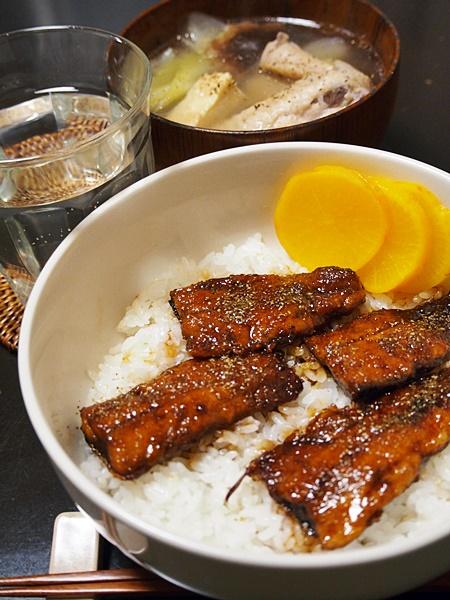 サンマ蒲焼き丼