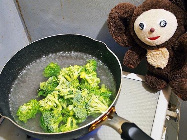 鶏肉とブロッコリーの焼肉風炒め 作り方