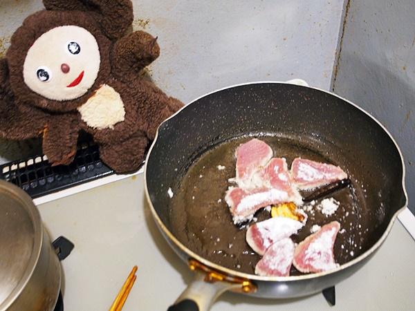 まぐろとピーマンの中華風・甘酢あんかけ 作り方