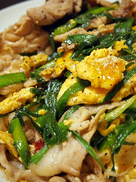 豚肉のニラ玉炒め・日本的中華風