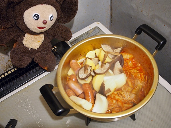 鶏肉とジャガイモなどのキムチ汁 作り方