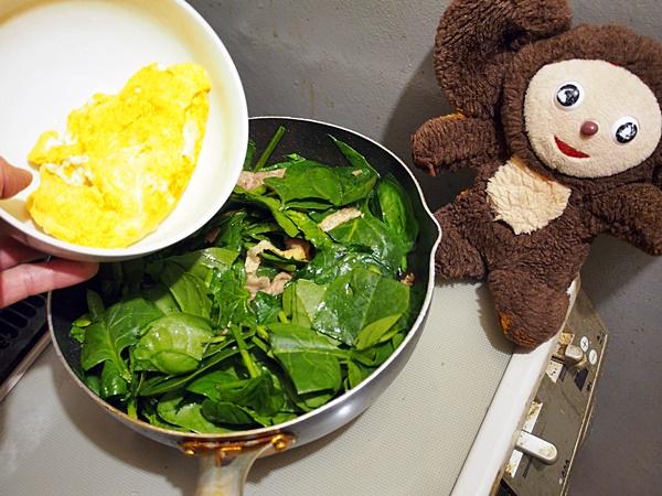 豚肉と卵のポパイ炒め 作り方