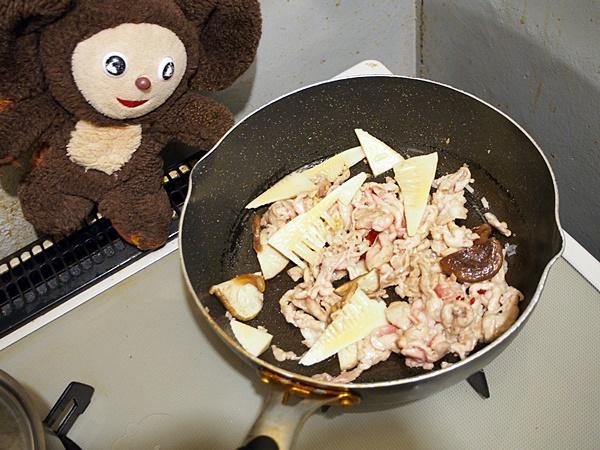 豚肉と小松菜の激トロミ皿うどん 作り方