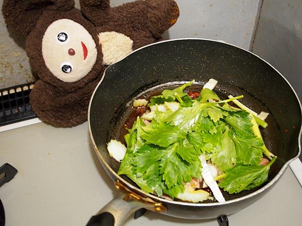 鶏肉とセロリの酸辣うどん 作り方