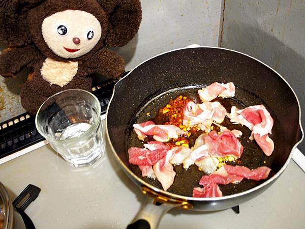 レタスと豚肉のピリ辛ちゃんぽん 作り方