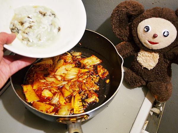 牡蠣のキムチ炒め 作り方