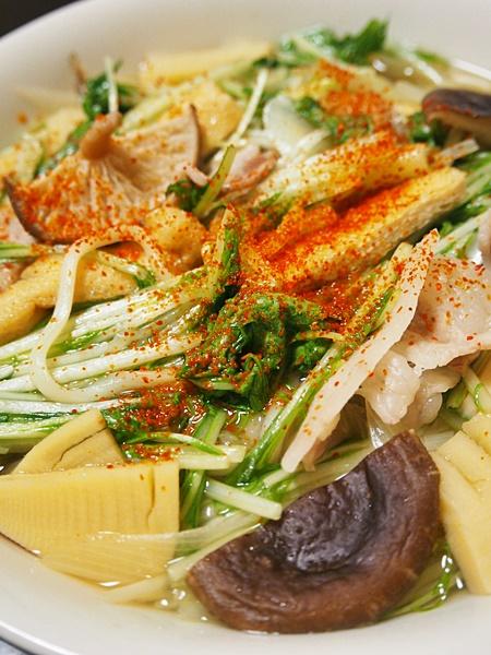 水菜と豚肉の韓国的うどん