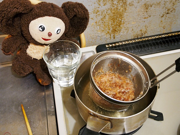 鶏と水菜のニンニクうどんすき 作り方