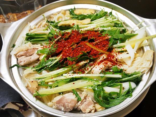 鶏と水菜のニンニクうどんすき