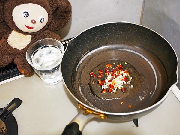 ほたるいかと水菜のペペロン焼きうどん 作り方