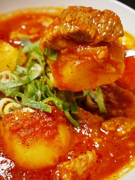 豚肉とじゃがいものトマト煮込み
