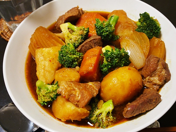豚肉とジャガイモのみそ煮込み