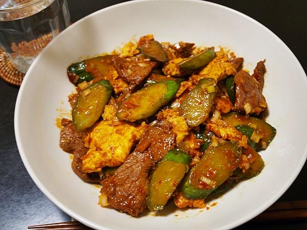 キュウリと卵・豚肉のピリ辛炒め
