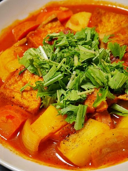 ベーコンと厚揚げの和風トマトスープ