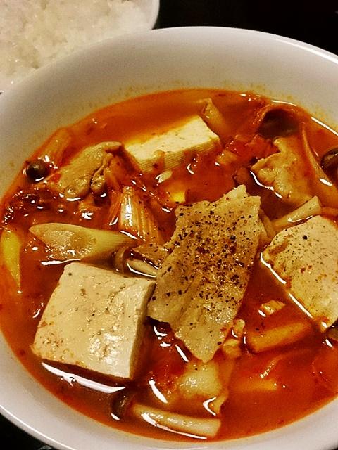 豚肉と豆腐のキムチ汁