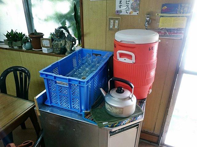 新山そば お茶とお水