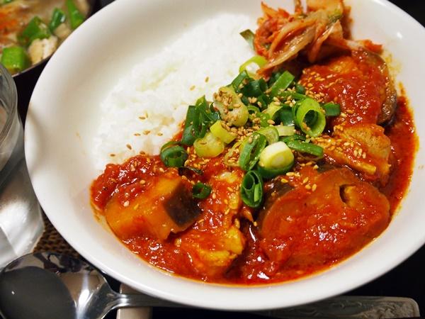 の トマト 煮 鶏肉 ソース